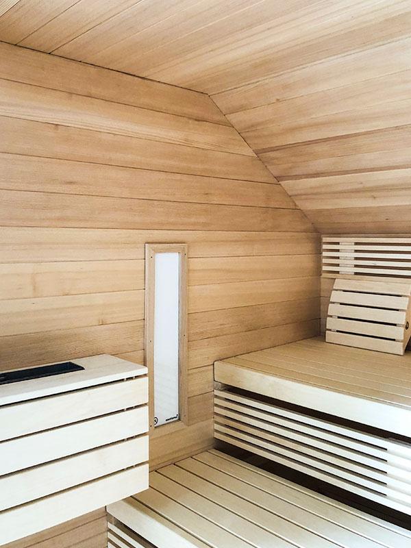 KOERNER Sauna an Dachschräge angepasst