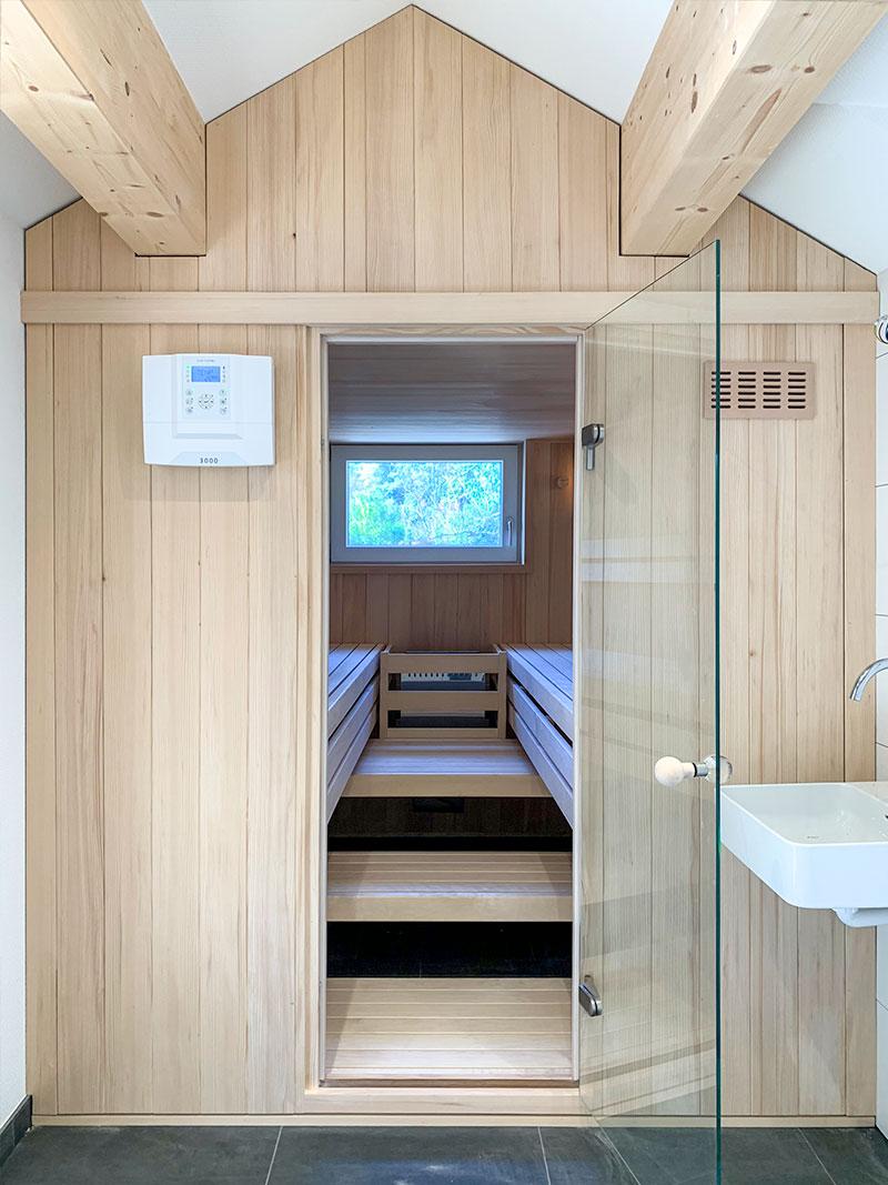 Sauna Maßanfertigung unter dem Dach