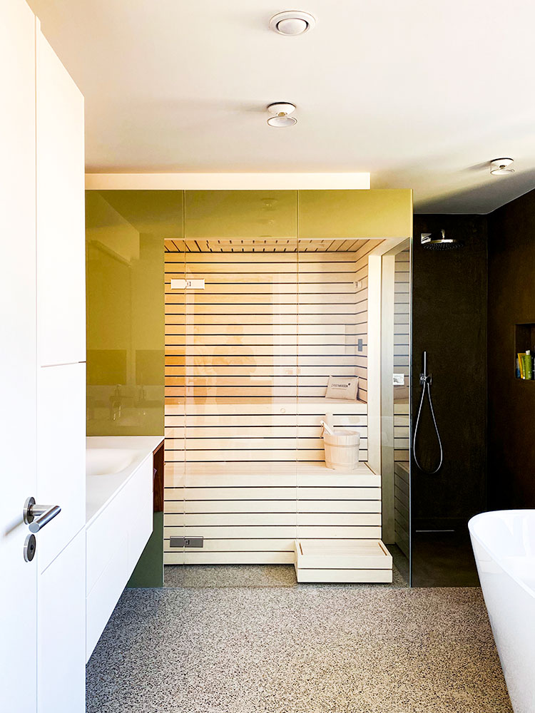 KOERNER Sauna mit Glasverkleidung im Badezimmer