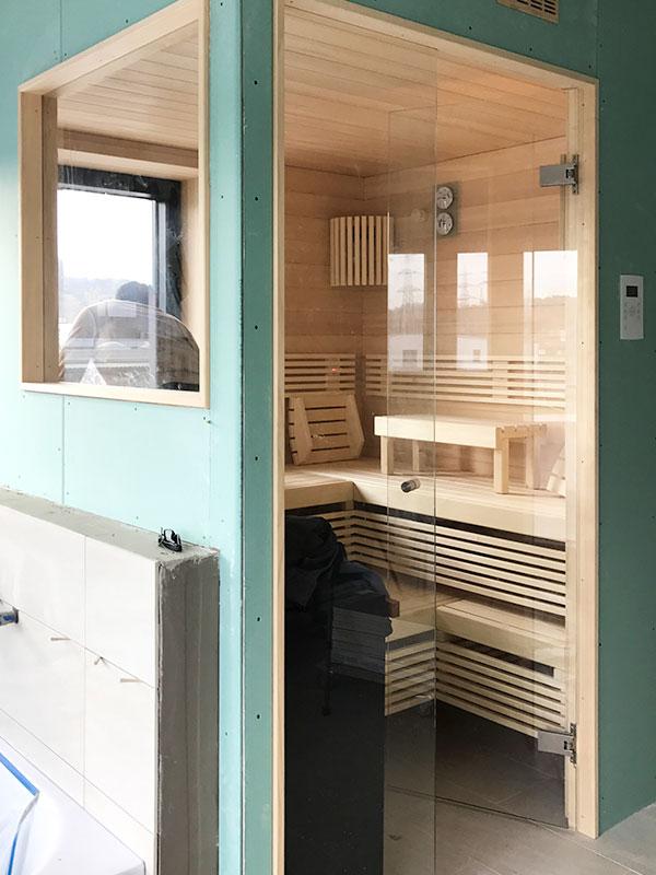 KOERNER Sauna mit ausgeklügelter Fensteranpassung