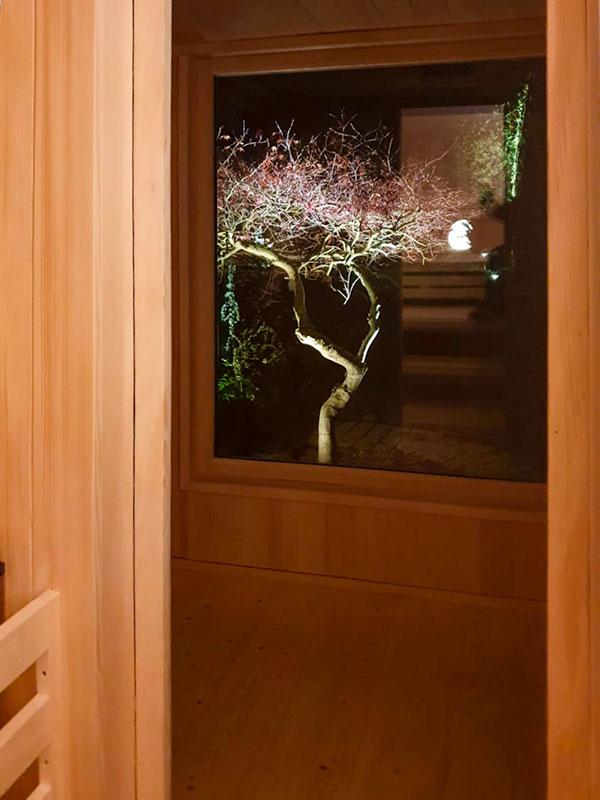 Outdoor-Sauna mit Fenster