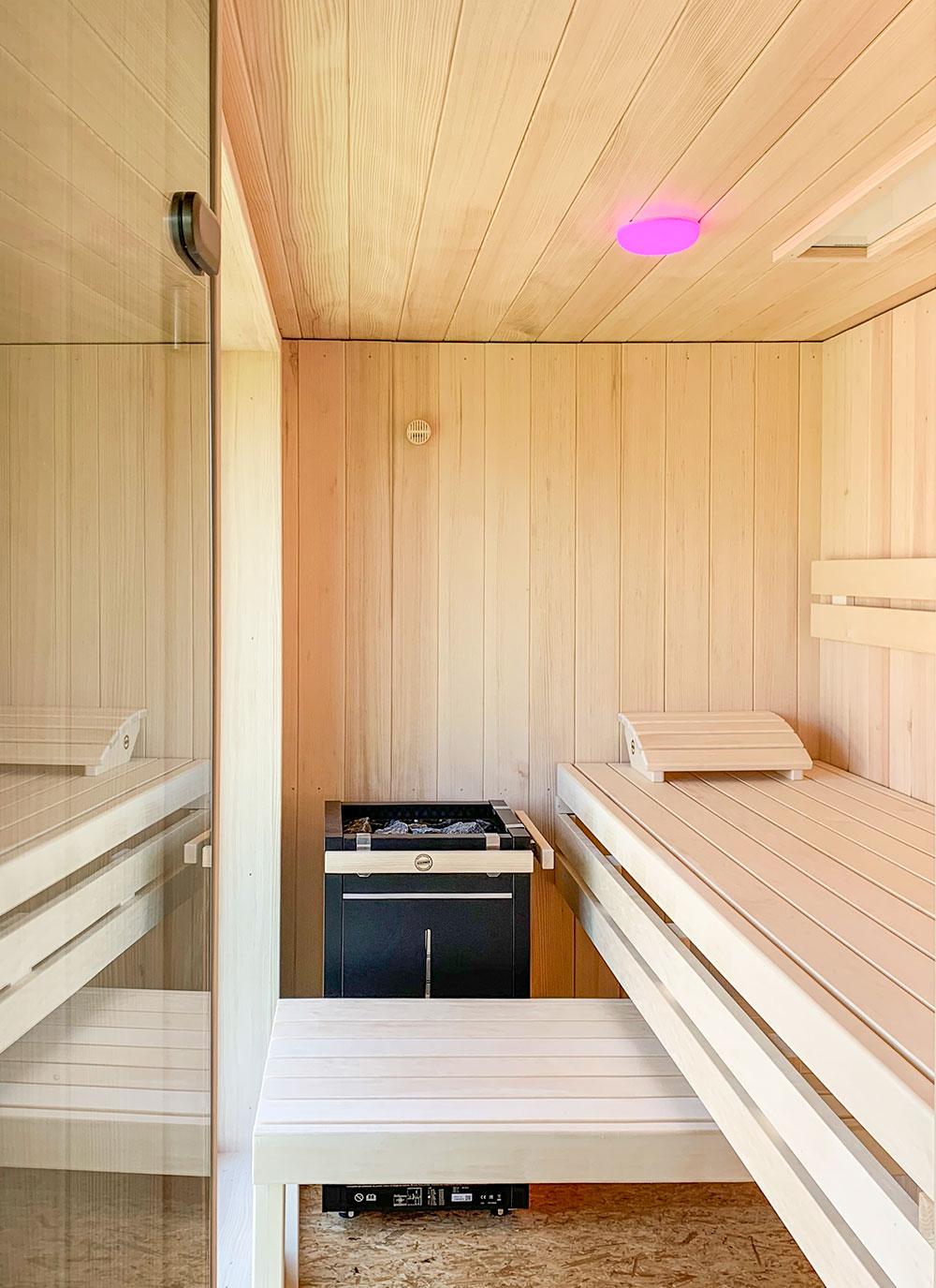 KOERNER Sauna Maßanfertigung mit Glastür