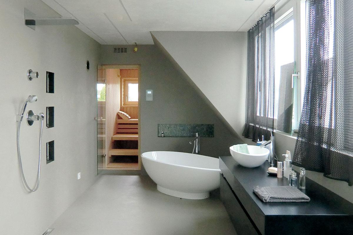 Sauna Maßanfertigung mit Glastür im Badezimmer