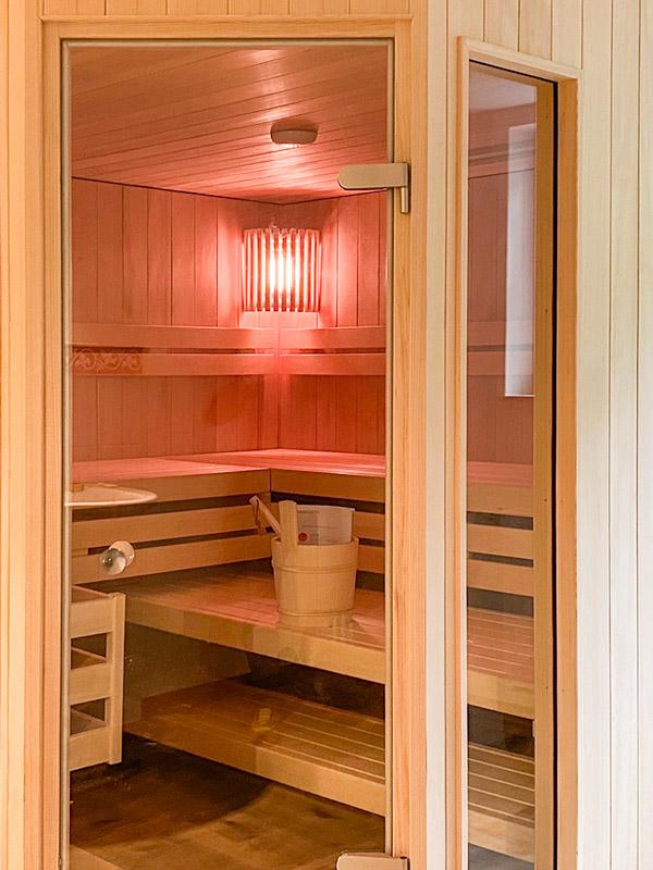 Sauna mit Glastür, Soft-Dampf und IR-Strahlern