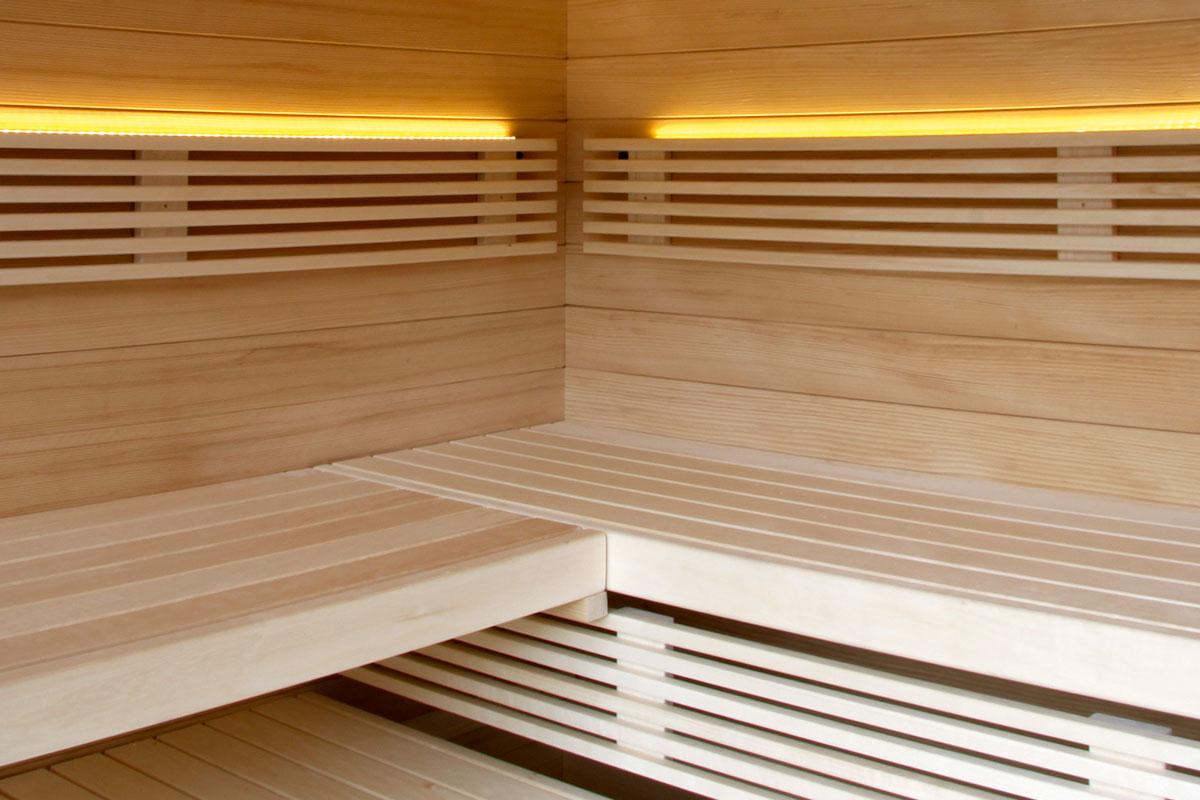 Sauna mit indirekter Beleuchtung
